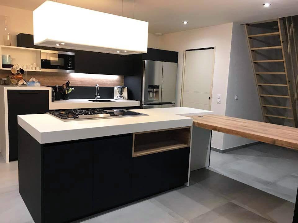 Envie d'une nouvelle cuisine ? Celle-ci est faite pour vous! Un ilot avec un plan de travail en adéquation avec vos attentes.